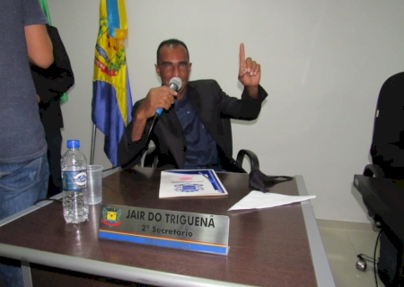 IVINHEMA: Jair do Triguenã solicita que requerimentos dos vereadores sejam respondidos pelo Poder Executivo e que também haja continuidade do asfalto em trecho de duas avenidas
