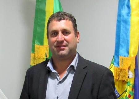 IVINHEMA: Vereador Bira solicita providências sobre buraco no asfalto no bairro Guiray e instalação de quebra-molas no bairro Vitória